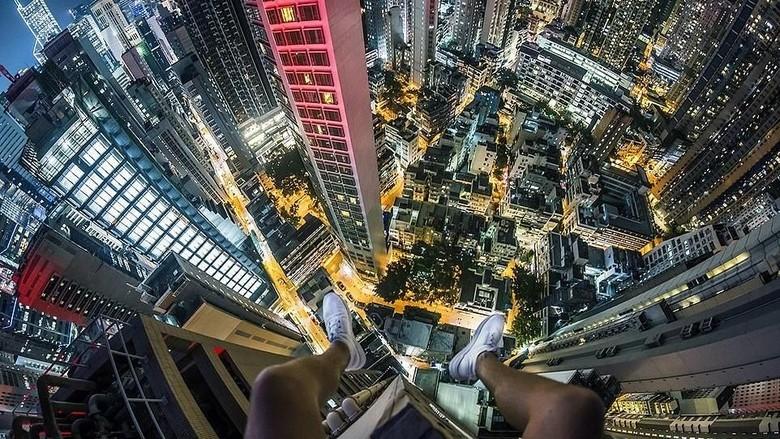Menantang maut di gedung pencakar langit Hong Kong (Tamas Rizsavi/Facebook)