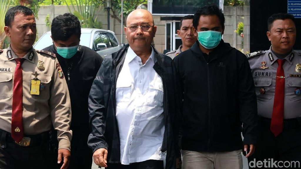 Ekspresi Wali Kota Medan Saat Digelandang ke Gedung KPK