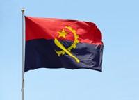 Negara Angola yang juga di Afrika, punya gambar parang dan roda gigi. Sepintas terlihat mirip palu dan arit (iStock)