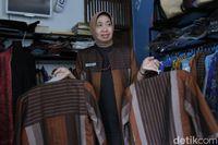 Melawan Serbuan Impor, Sarung Ibun Menjelma Jadi Blazer yang Mendunia
