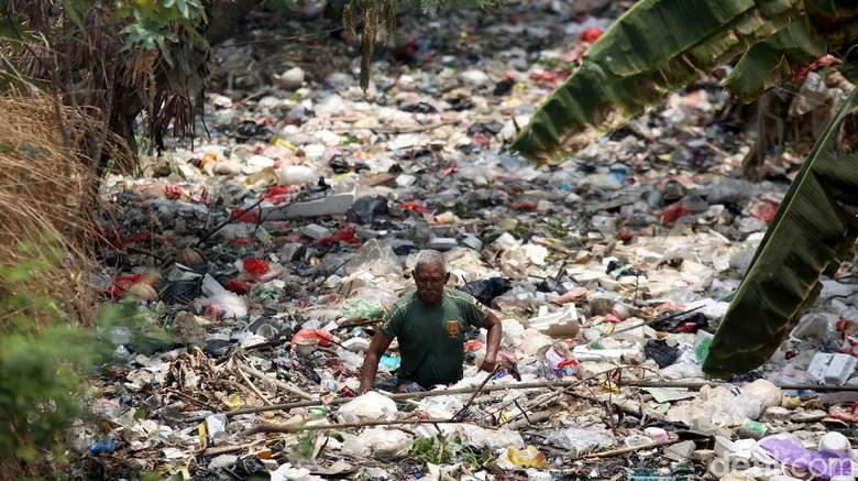 Sampah Kembali, Pemkab Bekasi akan Gusur Bangunan Liar Sekitar Kali Bahagia