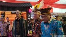 Tampil dengan Ikat Kepala Khas Papua, Menhan Bicara Keberagaman