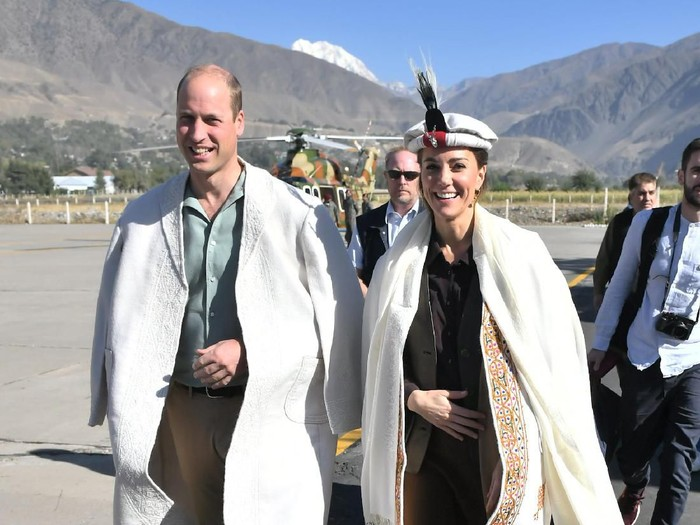 Pangeran William dan Kate Middleton tiba di Chitral, Pakistan, Rabu (16/10/2019). (Foto: Getty Images)