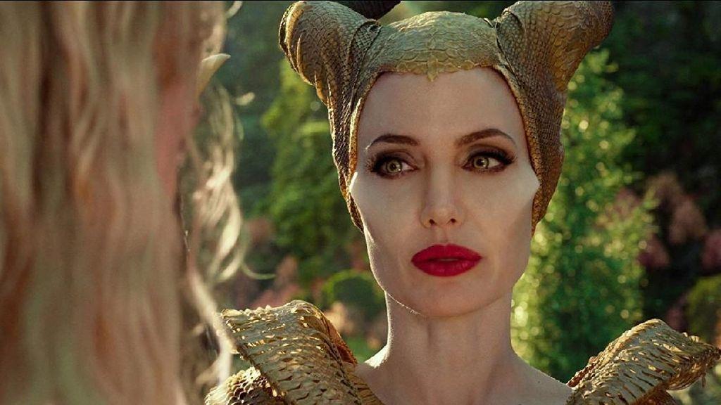 Sutradara Nilai Elle Fanning Berkembang bersama Seri Maleficent