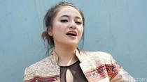 Nge-vlog Bareng Baim Wong, Marshanda Merasa Dapat Berkah