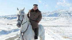 Kisah Gunung Sakral Tempat Kim Jong Un Naik Kuda Putih