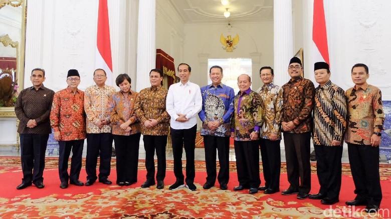 Di Samping Jokowi, Bamsoet Tegaskan Presiden Tak Dipilih MPR