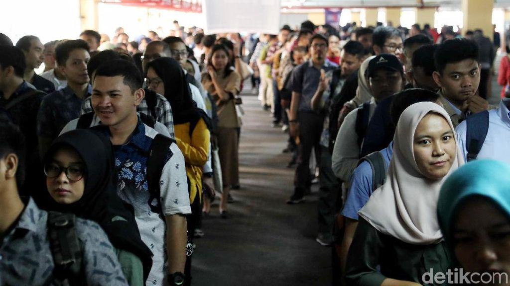 Milenial Padati Bursa Kerja di Balai Kartini