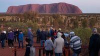 Turis yang mendatangi Uluru (AFP)