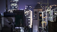 Ya, Tamas Rizsavi yang berprofesi sebagai masinis kereta api, hobi menantang maut dengan memanjat gedung-gedung pencakar langit. Awal tahun ini, dia liburan ke Hong Kong untuk memuaskan hobinya. (Tamas Rizsavi/Facebook)