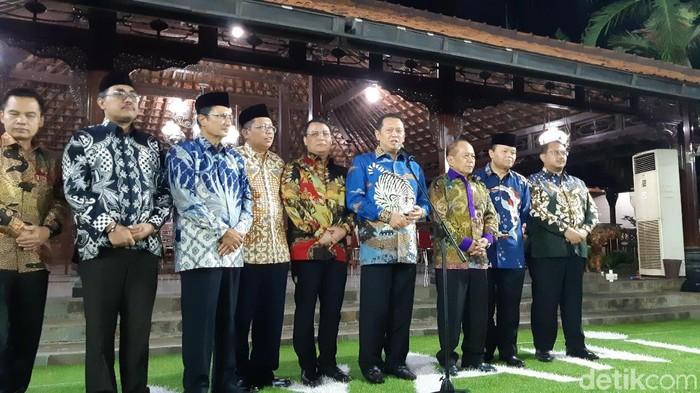 Jajaran pimpinan MPR usai menemui SBY. (Tsarina Maharani/detikcom)