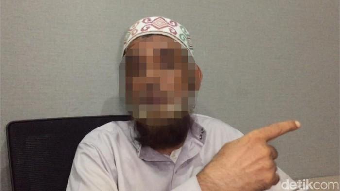 Tersangka penganiaya Ninoy Karundeng Irshad Ahmad (Foto: dok. detikcom)