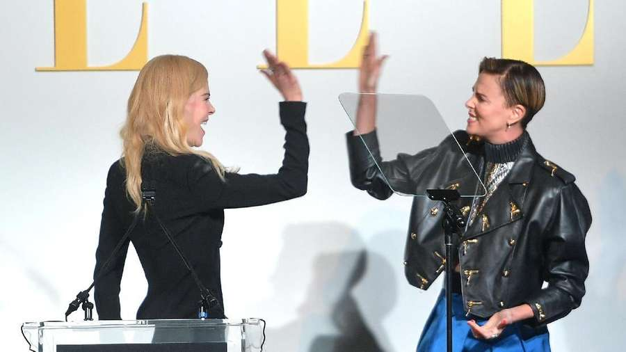 Pose Margot Robbie dan Charlize Theron yang Bikin Naksir