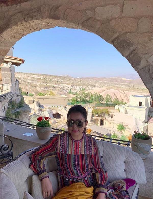 Sepertinya Mayangsari terhipnotis keindahan alam Turki. Dalam captionnya dia menuliskan Amazing view. (mayangsaritrihatmodjoreal/Instagram)