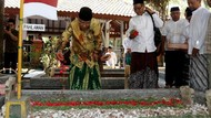 Ziarah Makam Pendiri NU Jelang Hari Santri