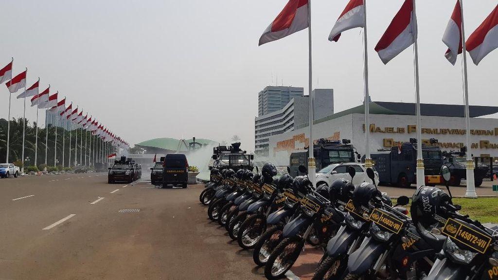 Pengamanan DPR Diperketat Jelang Pelantikan Presiden, Barracuda Terparkir