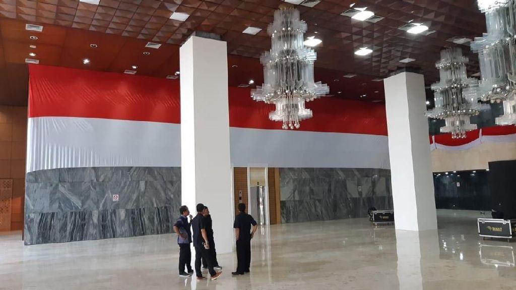 Jelang Pelantikan Jokowi-Maruf, Gedung MPR/DPR Mulai Bebenah
