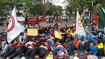 Mahasiswa Bandung Tuntut Pengusutan Kematian Pedemo dan Konflik Papua