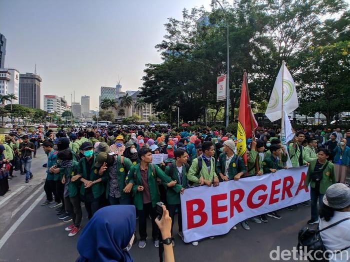 Foto ilustrasi (tak berhubungan dengan berita): Mahasiswa berdemonstrasi (Jefrie-detikcom)