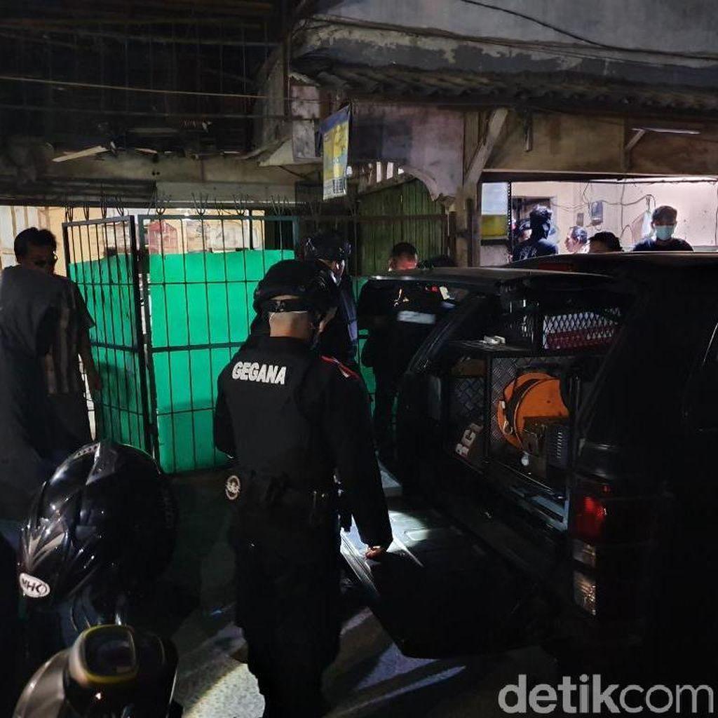 Densus 88 Sita 2 Pemantik Bom-Buku Jihad dari Rumah Teroris Bekasi