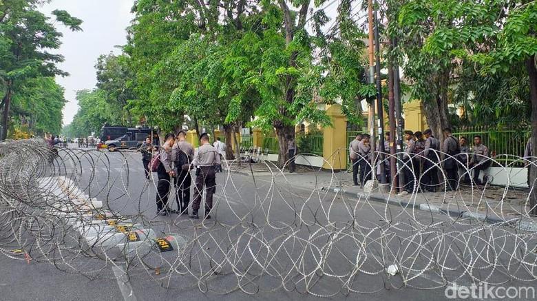 Jalan Depan PN Surabaya Ditutup Jelang Sidang Vonis Gus Nur