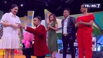 5 Tahun Pernikahan, Raffi Beri Bunga ke Nagita Sambil Berlutut