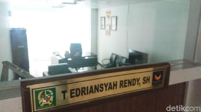 Anak Wali Kota Medan Dzulmi Eldin,  T. Edriansyah Rendy tak masuk kantor di DPRD Medan/Foto: Khairul Ikhwan-detikcom