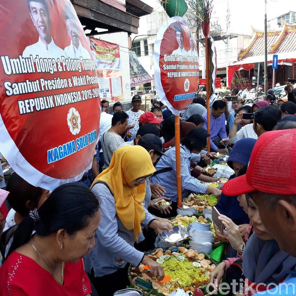 Pedagang Pasar Gede Solo Tumpengan Sambut Pelantikan Jokowi