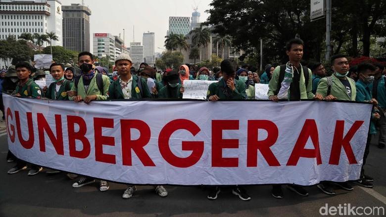 Aksi Singkat Mahasiswa di Hari Perdana UU Baru KPK