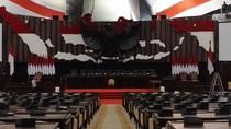 Jelang Pelantikan Jokowi, Gedung DPR Bersolek Merah-Putih