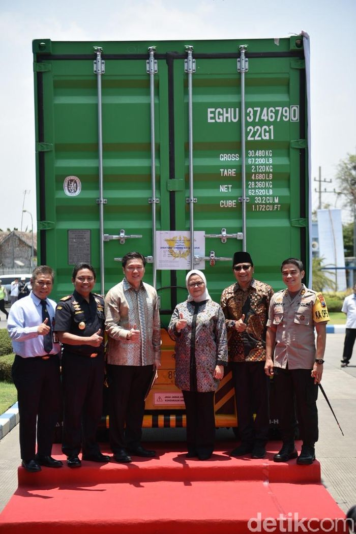 Ekspor perdana air mineral Le Minerale ke Singapura ini dilakukan pada 16 Oktober 2019 di Pasuruan, Jawa Timur. Le Minerale mengembangkan pasarnya ke negara Singapura, sebagai produk air mineral berkualitas di Indonesia. Istimewa