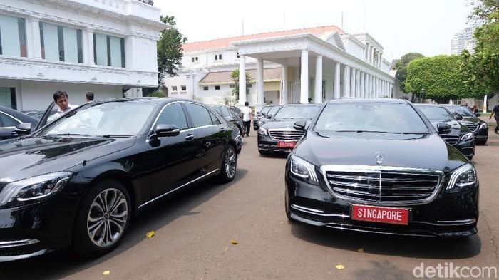 Foto: Sebanyak 18 unit mobil Mercedes Benz disiapkan untuk tamu negara sahabat saat pelantikan Presiden Jokowi. (Andhika-detikcom)
