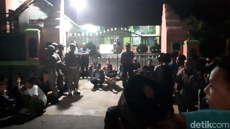 Segel SMPN 1 Mancak Serang Dibuka, Ahli Waris Diamankan Polisi