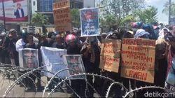 Kasus Tewas 2 Mahasiswa Belum Terungkap, Massa Geruduk Mapolda Sultra