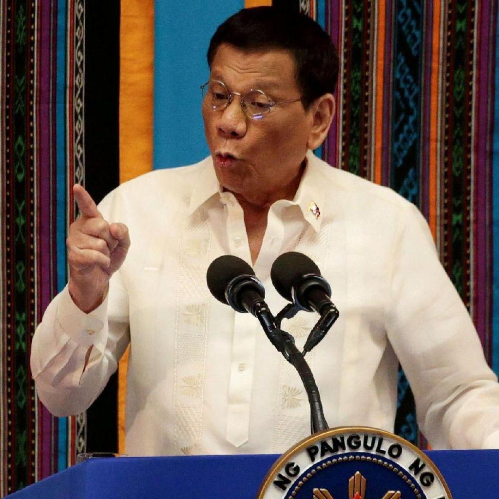 Jatuh dari Motor di Istana, Duterte Luka Ringan