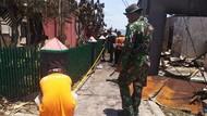 Tetap Siaga, Prajurit TNI Bersih-bersih Usai Rusuh di Pelabuhan Penajam