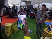 Pengin Selfie Baren BJ Habibie? Begini Caranya