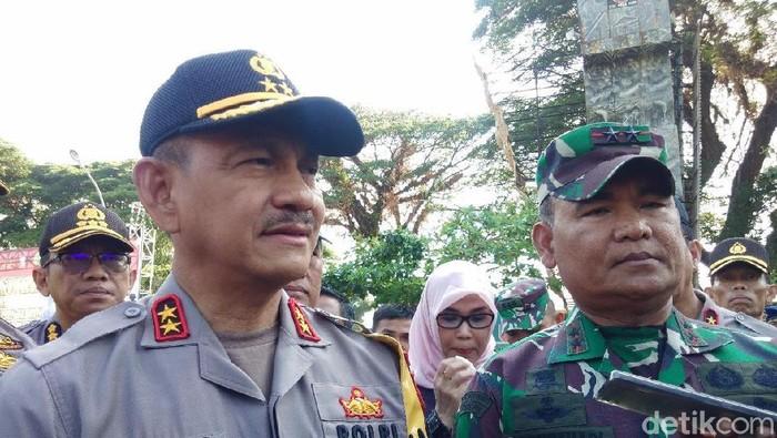 Foto: TNI dan polisi siap amankan Makassar di hari Pelantikan Jokowi (Hermawan Mappiwali/detikcom)