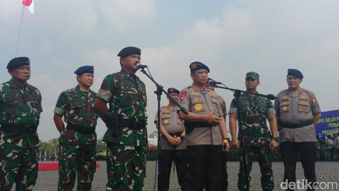 Foto: Panglima TNI Marsekal Hadji Tjahjanto dan Kapolri Jenderal Tito Karnavian (Jefrie Nandy Satria/detikcom)