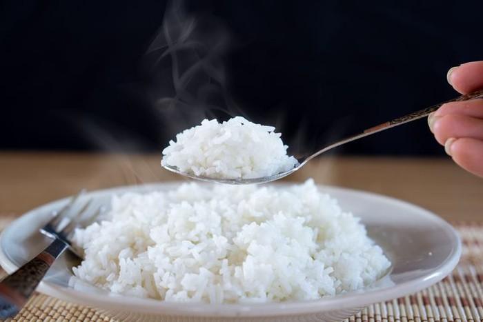 Makan nasi putih