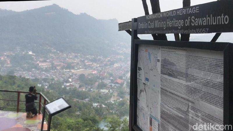 Sejak beberapa hari terakhir, sejumlah kota di Sumatera Barat diselimuti kabut asap. Salah satunya Kota Sawahlunto, yang dinobatkan jadi Situs Warisan Dunia UNESCO. (Jeka Kampai/detikcom)