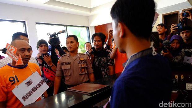 Rekonstruksi pembunuhan PSK online di karawang