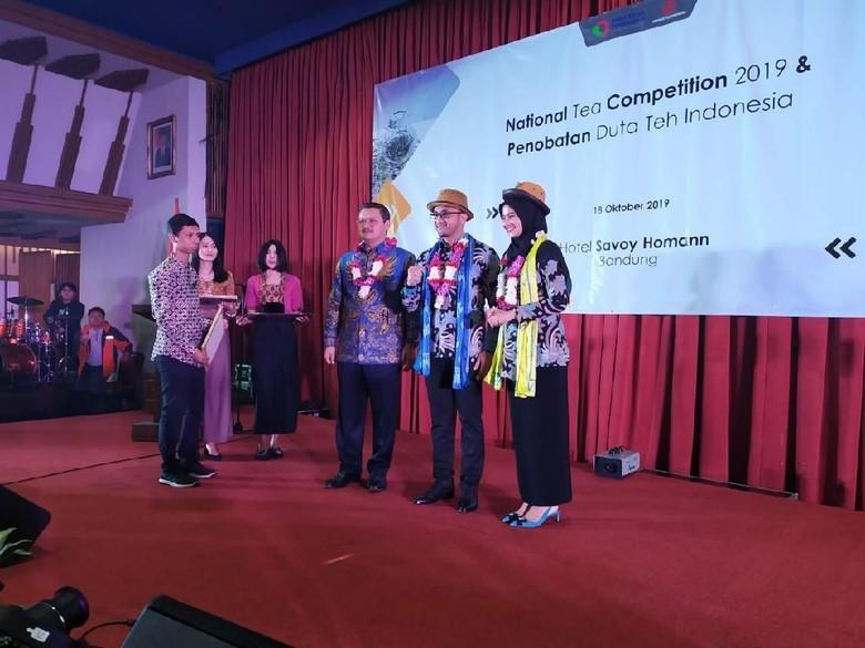 Ridwan Kamil dan Hengky Kurniawan Didapuk Jadi Duta Teh Indonesia