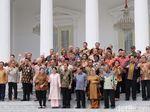 Perpisahan Kabinet Kerja Jilid I, Jokowi-JK Foto Bareng Menteri di Istana