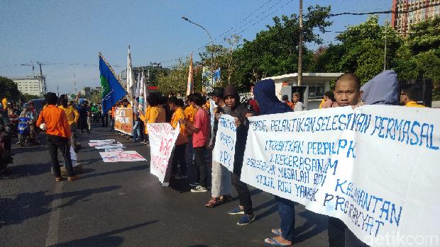 Demo mahasiswa Makassar tuntut Presiden Jokowi keluarkan Perppu KPK, Jumat (18/10/2019)