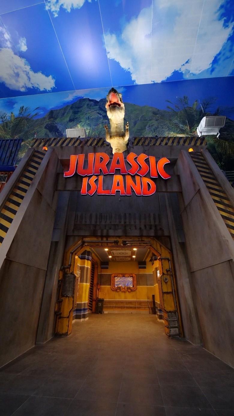 Ada Dinosaurus yang Akan Mengejarmu di Trans Studio Cibubur, Berani?