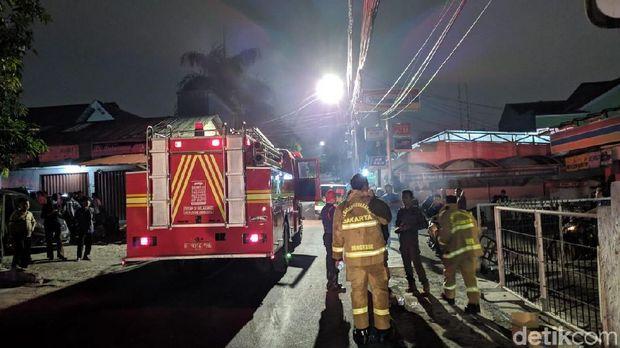 Bengkel Mobil di Kalibata Jaksel Terbakar