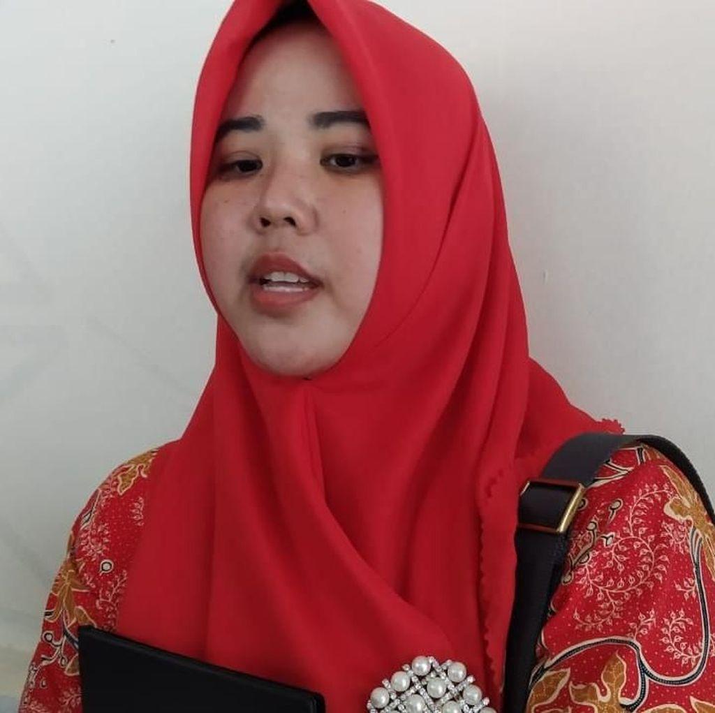 Potret Siti yang Sudah Dapat Toga-Ikut Gladi Resik Tapi Tak Boleh Ikut Wisuda