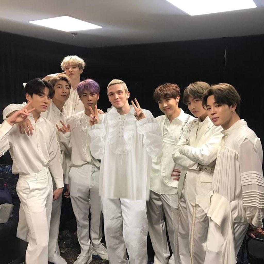 BTS Rilis Kolaborasi dengan Lauv Lewat Make It Right Remix