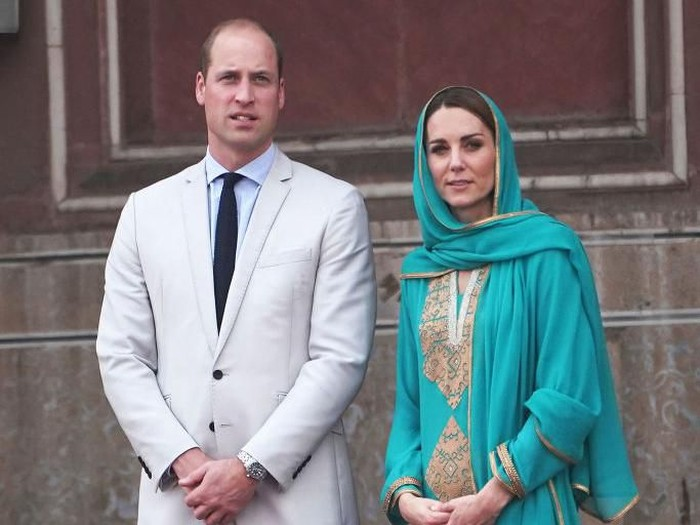 LAHORE, PAKISTAN - OCTOBER 17: Catherine, Duchess of Cambridge visits Badshahi Mosque during their royal tour of Pakistan on October 17, 2019 in Lahore, Pakistan. (Photo by Owen Humphreys - Pool/Getty Images)